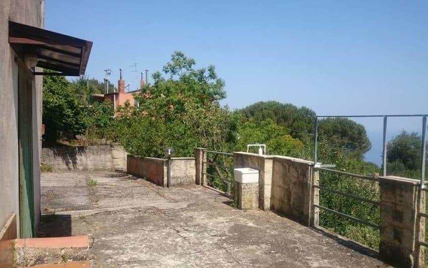 Rif.V053 Casa indipendente immersa nel verde